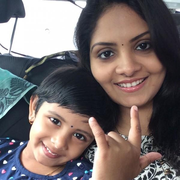 Parasparam Actress Gayathri Arun Aka Deepthi IPS
