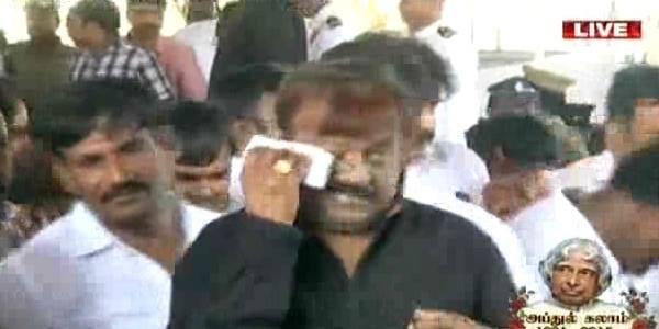 Vijayakanth pays last respect to Abdul Kalam,Captain Vijayakanth,Vijayakanth,Abdul Kalam,APJ Abdul Kalam dies,abdul kalam demise,Vijayakanth last respect to Abdul Kalam