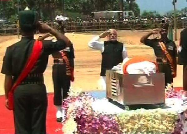 PM Narendra Modi arrives for President Kalam's funeral in Rameswaram,PM Narendra Modi arrives for President Kalam's funeral,Narendra Modi,President Kalam's funeral,APJ Abdul Kalam's funeral,Abdul Kalam,Abdul Kalam funeral,Modi