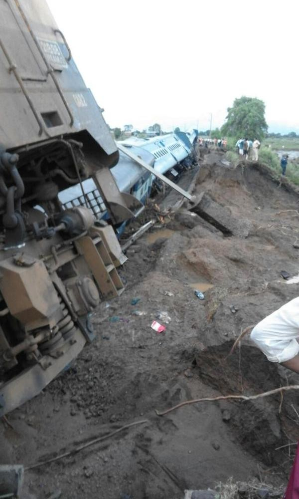 Twin train tragedy in MP,Twin train tragedy,Train Tragedy,Train accident,Train accident in MP,Train accident pics,Train accident images,Train accident photos,Train accident stills,Kamayani Express,Janata Express