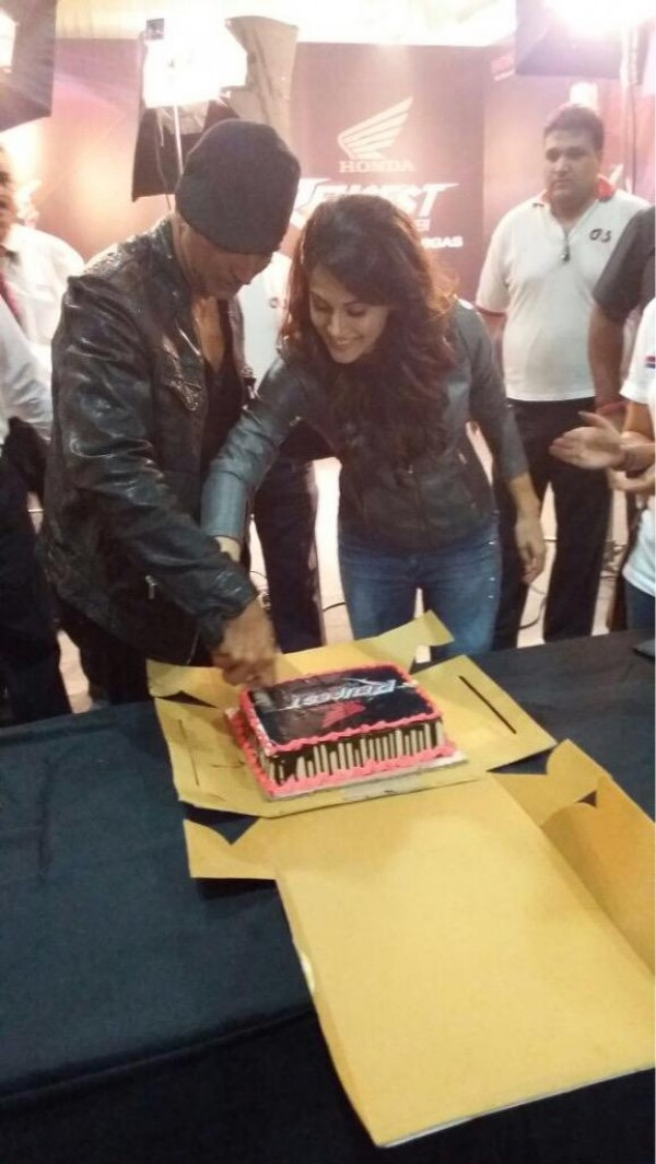 where does the date go on a letter taapsee pannu celebrates birthday with akshay kumar at 25629