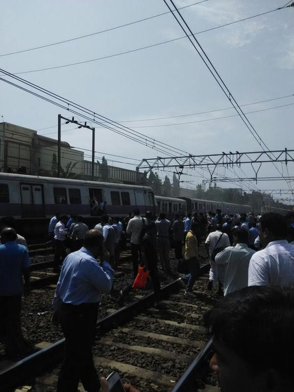 Mumbai Local Train Derails Near Andheri,Mumbai Train Derails Near Andheri,Mumbai Local Train Derails,Mumbai Train Derails,Mumbai Local Train Derails near Andheri,mumbai Local Train Derails,mumbai Local Train,Train Derails near Andheri