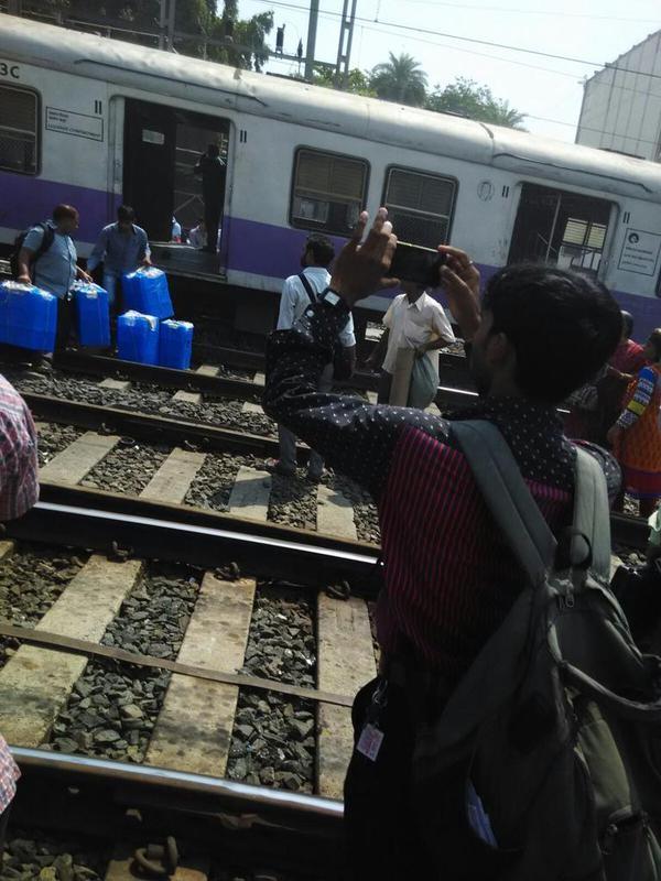 Mumbai Local Train Derails Near Andheri,Mumbai Train Derails Near Andheri,Mumbai Local Train Derails,Mumbai Train Derails,Mumbai Local Train Derails near Andheri,mumbai Local Train Derails,mumbai Local Train,Train Derails near Andheri