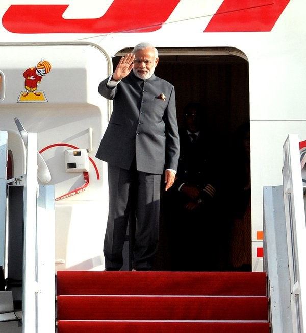 Modi arrives in Singapore,PM Narendra Modi arrives in Singapore,PM Narendra Modi,Modi in Singapore,Narendra Modi in Singapore,modi from Malaysia to Singapore