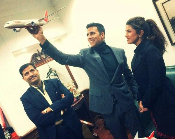 Akshay Kumar,Nimrat Kaur,Raja Krishna Menon,Airlift,Airlift movie promotion,Airlift movie promotion at Air India office,Air India office,Akshay Kumar promotes Airlift,Nimrat Kaur promotes Airlift,Akshay Kumar,Nimrat Kaur,Akshay Kumar and Nimrat Kaur,Aksh