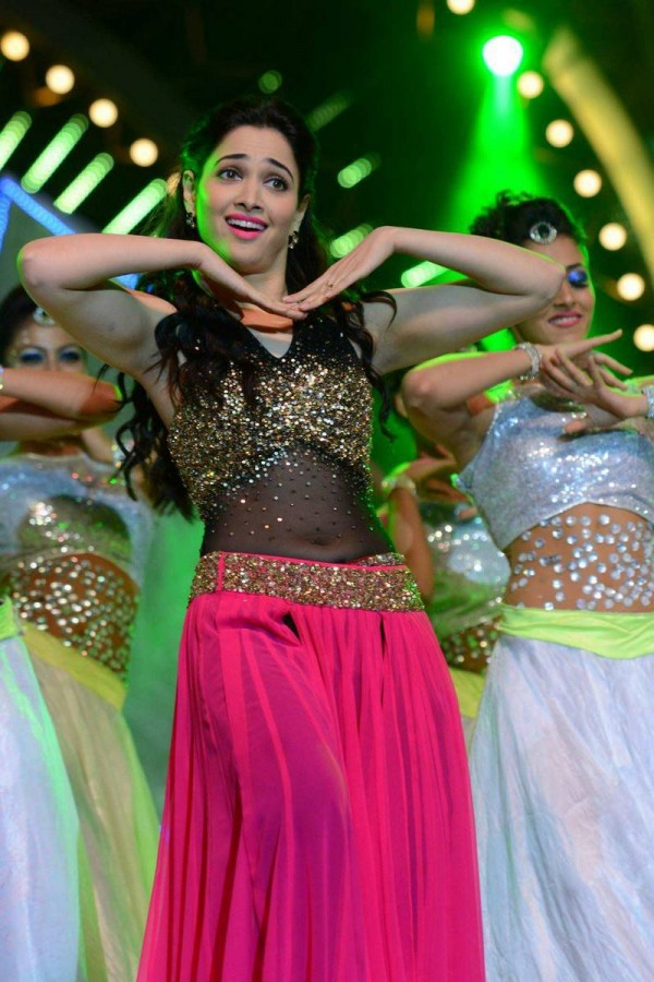 Tamanna S Dance Performance At Iifa Utsavam 2016