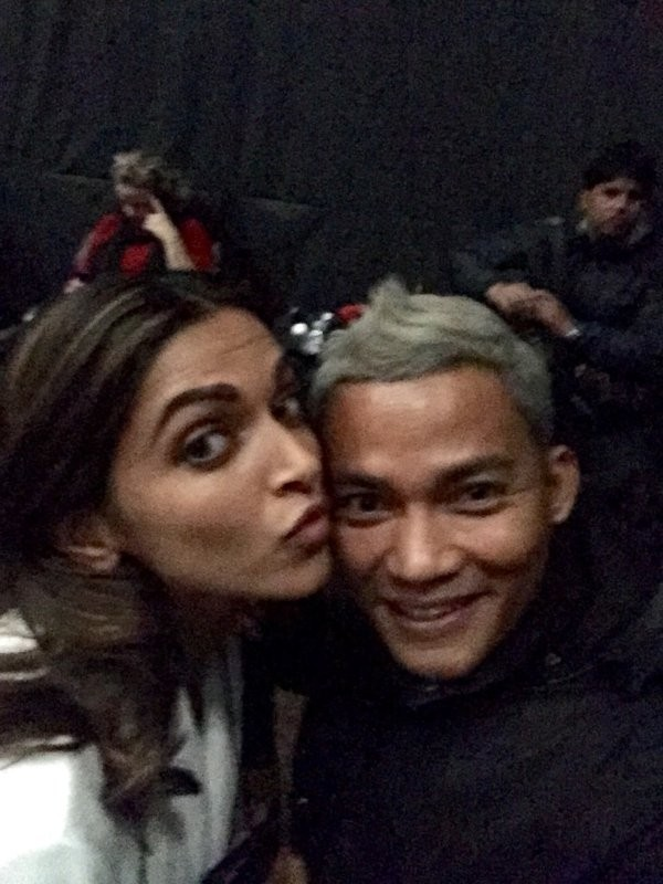 Deepika Padukone,Actress Deepika Padukone,Bollywood Actress Deepika Padukone,Deepika Padukone poses with Thai actor Tony Jaa,Thai actor Tony Jaa,Tony Jaa,Tony Jaa with Deepika Padukone,Deepika Padukone with Tony jaa,Deepika Padukone selfie with Tony Jaa