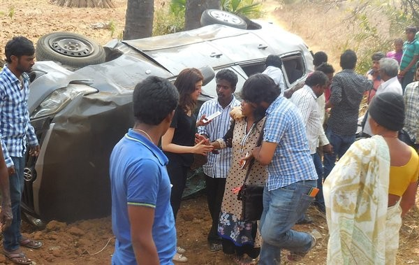Pranitha Subhash,Brahmotsavam,Brahmotsavam Actress,Pranitha Subhash injured in road accident,Pranitha Subhash road accident,Telangana