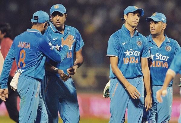 India beat Sri Lanka,India beat Sri Lanka to enter the final,India vs Sri Lanka,India vs Srilanks,India vs Sri Lanka T20 Series,India vs Sri Lanka 3rd T20,Ravichandran Ashwin,Ashwin,Ravichandran Ashwin Man of the Series,Ravichandran Ashwin bowling perform