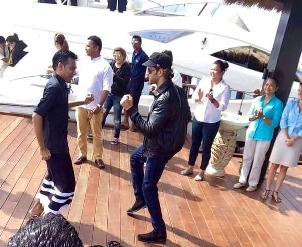 Sidharth Malhotra,Hrithik Roshan,holiday selfie,maldives,Hrehaan and Hridhaan Roshan,photos