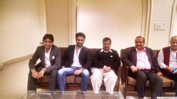 Arvind Kejriwal,Arvind Kejriwal watches Sonam Kapoor's 'Neerja',Arvind Kejriwal watches Neerja,Neerja,Neerja special screening,bollywood movie Neerja,Delhi Chief Minister Arvind Kejriwal,Special screening,Aam Aadmi Party,Neerja box office,N