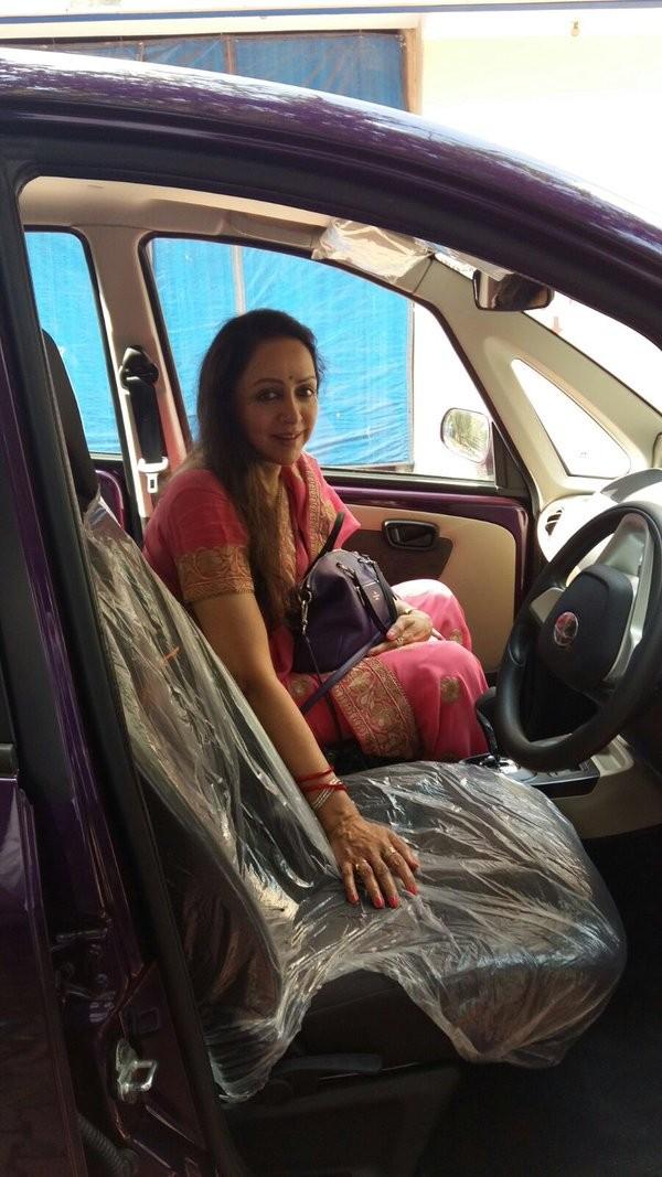 Hema Malini,Hema Malini buys Tata Nano,Tata Nano,Tata Nano car,BJP leader Hema Malini buys Tata Nano,Vrindavan