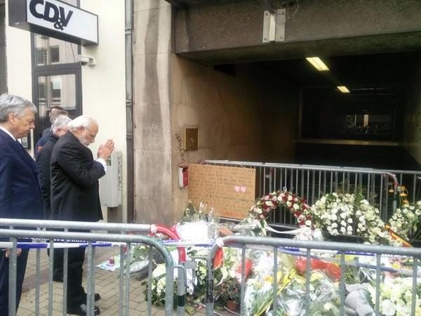 Narendra Modi,Indian Prime Minister Narendra Modi,PM Narendra Modi,Modi pays tributes to Belgium terror victims,Modi visits Belgium terror victims,India-EU Summit,2016 India-EU summit,Raghavendra Ganesan,metro station bombing