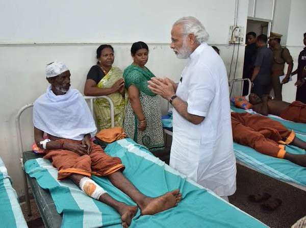 Prime Minister Narendra Modi arrived on Sunday afternoon and along with Chief Minister Oommen Chandy drove to the Puttingal Devi temple in Peravur town.