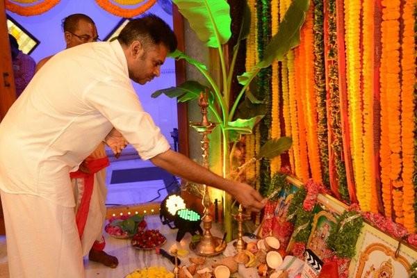 Pawan Kalyan,SJ Suryah,Pawan Kalyan and SJ Suryah's movie launch,Pawan Kalyan movie launch photos,Pawan Kalyan movie launch pics,Pawan Kalyan movie launch images,Pawan Kalyan movie launch stills,Pawan Kalyan movie launch pictures,Pawan Kalyan new mov