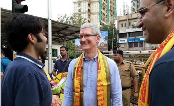 Apple CEO Tim Cook,Tim Cook visits Siddhivinayak temple,Tim Cook,Apple CEO Tim Cook in India,Tim Cook in India,Apple CEO,Apple CEO Tim Cook pics,Apple CEO Tim Cook images,Apple CEO Tim Cook photos,Apple CEO Tim Cook stills,Apple CEO Tim Cook pictures