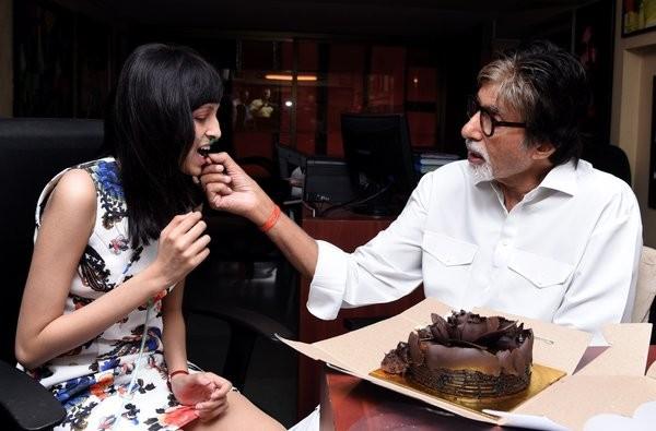 Amitabh Bachchan,Amitabh Bachchan fulfills cancer patient's wish,Megastar Amitabh Bachchan,TE3N,Bollywood movie TE3N,Amitabh Bachchan pics,Amitabh Bachchan images,Amitabh Bachchan photos,Amitabh Bachchan stills,Amitabh Bachchan pictures