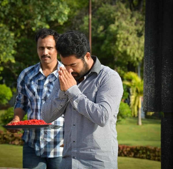 Jr NTR,Jr NTR pays respects to late NT Rama Rao at NTR Ghat,NT Rama Rao,NTR Ghat,janatha garage,janatha garage shooting,Jr Ntr at NTR Ghat