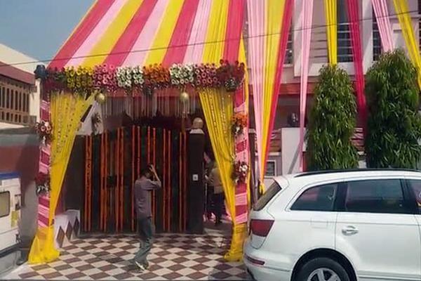 Suresh Raina,cricket player Suresh Raina,Suresh Raina marriage photos,Suresh Raina engagement pics,Suresh Raina weds Priyanka Chaudhary,Priyanka Chaudhary,suresh raina wife Priyanka Chaudhary