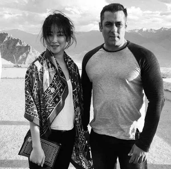 Tubelight,Salman Khan,Zhu Zhu,Salman Khan and Zhu Zhu,Tubelight actress,Tubelight herione,Tubelight first look,Bollywood movie Tubelight,Tubelight movie pics,Tubelight movie images,Tubelight movie photos,Tubelight movie stills,Tubelight movie pictures