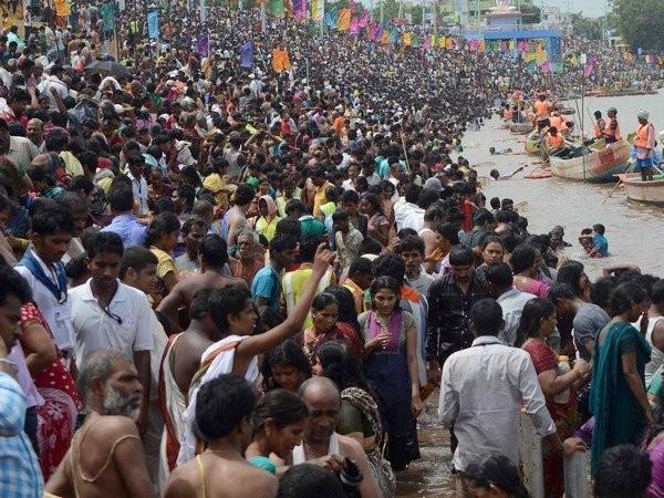 Krishna Pushkaralu,Krishna Pushkaralu festival,Krishna Pushkaralu begins,take holy dip in Andhra,Telangana,festival of River Krishna,Krishna Pushkaralu celebration,Krishna Pushkaralu pics,Krishna Pushkaralu images,Krishna Pushkaralu photos,Krishna Pushkar