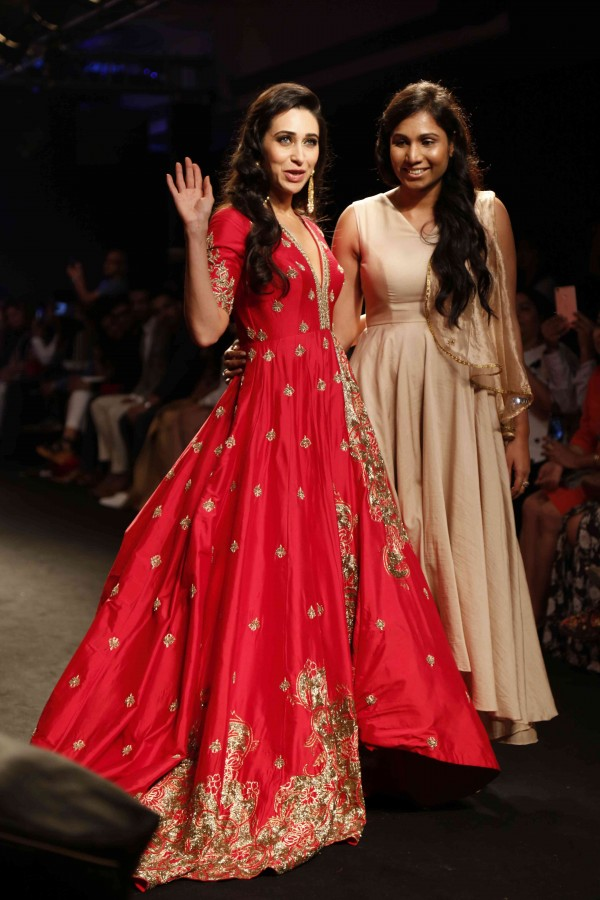 Miss Universe 2018 2019 >> Karishma Kapoor at Lakme Fashion Week Winter Festive 2016 - Photos,Images,Gallery - 47353