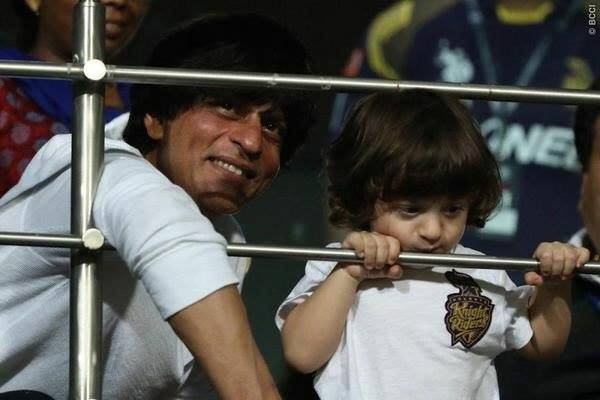 Shah Rukh Khan and his son AbRam cheer for Kolkata at Eden Gardens,Shah Rukh Khan,srk,AbRam,shah ru son AbRam,ipl8,ipl,cricket
