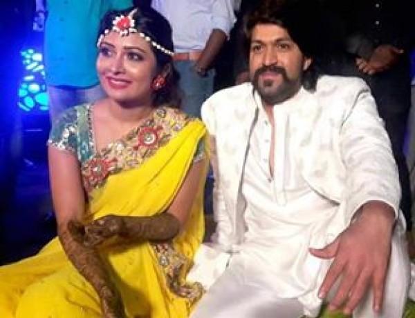 Yash And Radhika Pandit S Mehndi Ceremony Photos Images