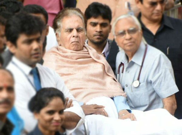 Dilip Kumar,actor Dilip Kumar,Dilip Kumar discharged from hospital,Dilip Kumar discharged from Lilavati hospital,Lilavati Hospital,Dilip Kumar latest pics,Dilip Kumar latest images,Dilip Kumar latest photos,Dilip Kumar latest stills,Dilip Kumar latest pic