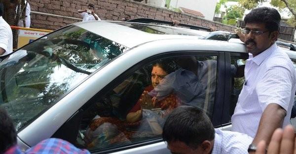 Sasikala,Sasikala Natarajan,VK Sasikala,Sasikala reaches Parappan Agrahara jail,AIADMK General Secretary,AIADMK