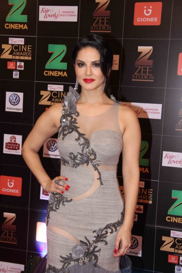 Sunny Leone, Vidya Balan At Zee Cine Awards 2017 - Photos,Images,Gallery - 61381-8875