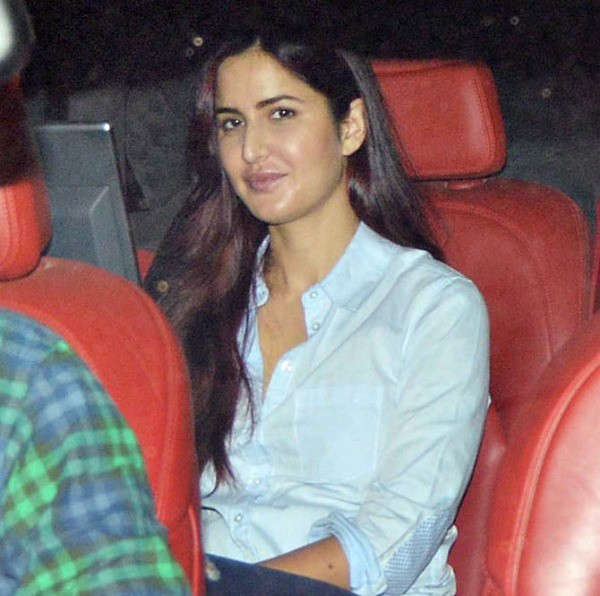 Ranbir Kapoor And Katrina Kaif Dine With Kapoor Family,Ranbir Kapoor,actor Ranbir Kapoor,Katrina Kaif,actress Katrina Kaif,Ranbir Kapoor And Katrina Kaif,Kapoor Family,bollywood couple