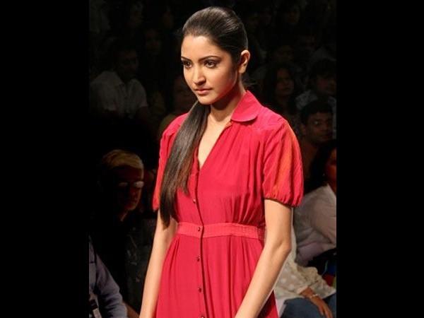 Actress Anushka Sharma Teenage Pics Rare And Unseen Pictures Of Actresshka Photosimagesgallery