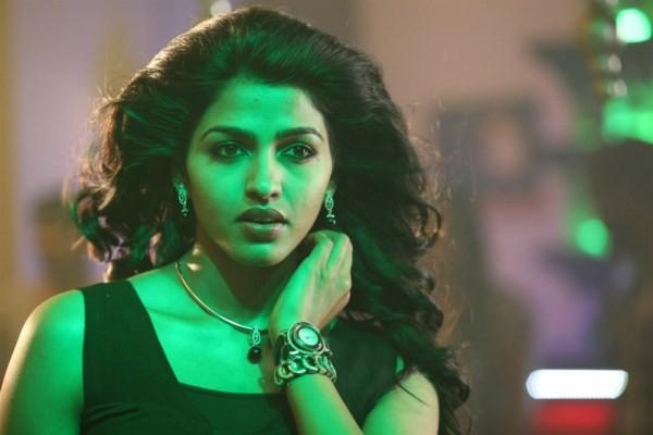 Thiranthidu Seese,tamil movie Thiranthidu Seese,Thiranthidu Seese movie pics,Veeravan Stalin,Dhansika,actress Dhansika,Dhansika pics,Thiranthidu Seese pics