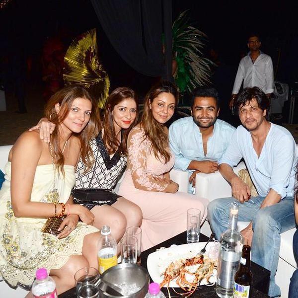 Shah Rukh Khan,gauri khan,Varun Dhawan,Sachin Joshi,Planet Hollywood,party,photos