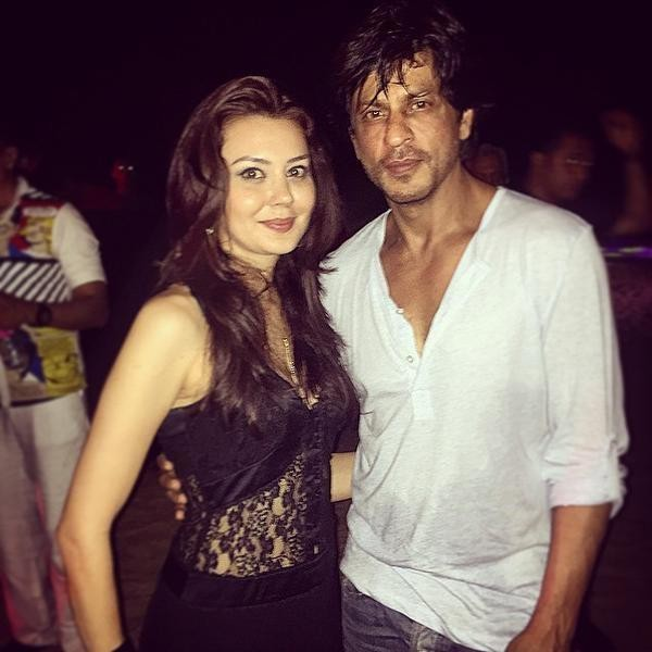 Shah Rukh Khan,gauri khan,Varun Dhawan,Sachin Joshi,Planet Hollywood,party,photos