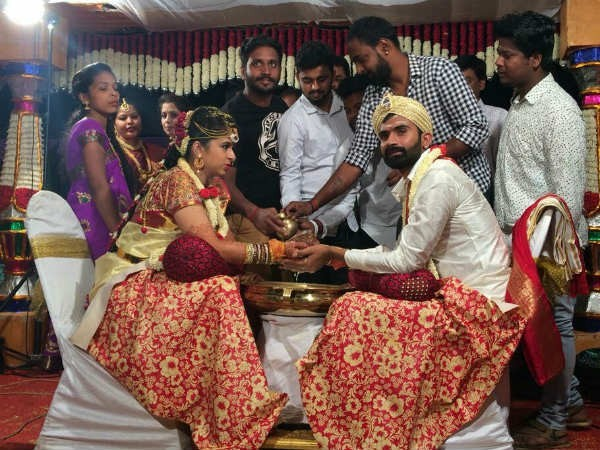 Kannada actor yogesh,yogesh marriage photos,yogish wedding pics,yogesh marries sahitya,kannada celebrity wedding,kannada actor marriage,yogesh,yogish,loose maadha,Loose Mada Yogesh wedding,Loose Mada Yogesh marriage