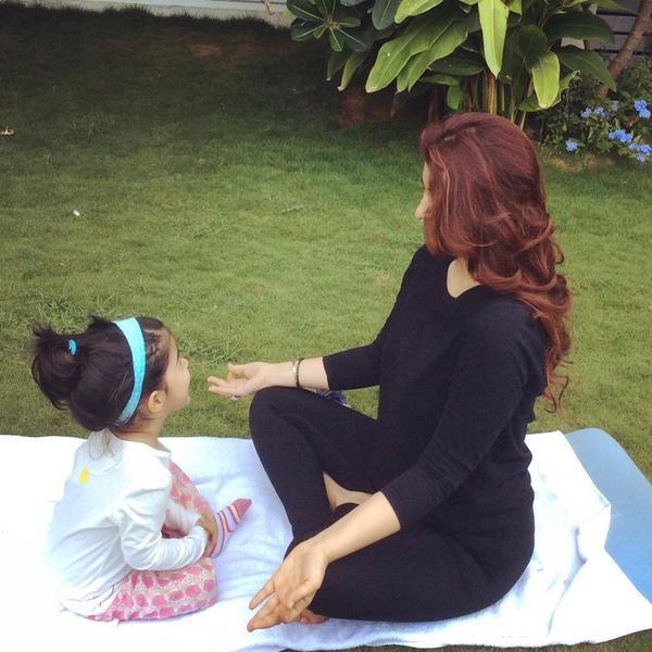 Shah Rukh Khan,AbRam,Goa,Twinkle Khanna,Nitara,Twitter,Photos