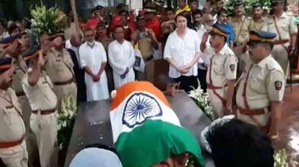 Shashi Kapoor,Shashi Kapoor last rites,Shashi Kapoor funeral,Shashi Kapoor funeral pics,Shashi Kapoor funeral images,Shashi Kapoor funeral stills,Shashi Kapoor funeral pictures,Shashi Kapoor funeral photos