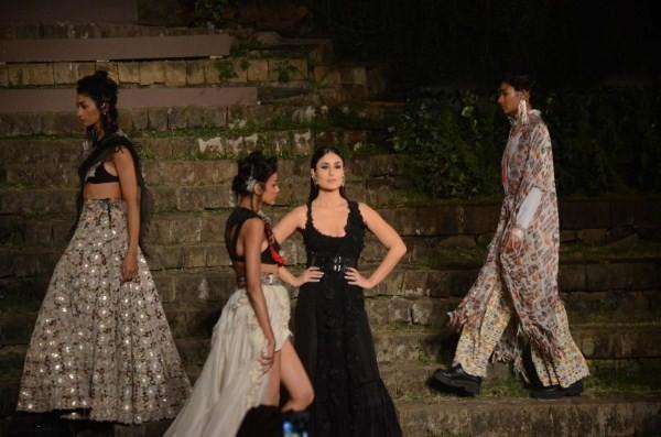 Kareena Kapoor Khan,Kareena Kapoor Khan looks pristine,Kareena Kapoor Khan at LFW finale,LFW finale,Lakme Fashion Week,Lakme Fashion Week 2018