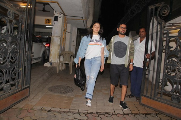 Alia Bhatt,actress Alia Bhatt,Alia Bhatt at Khar,Alia Bhatt latest pics,Alia Bhatt latest images,Alia Bhatt latest stills,Alia Bhatt latest pictures,Alia Bhatt latest photos