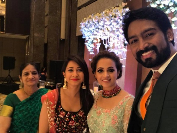 Shivaraj Kumar,Priyamani,Parul Yadav,Bhavana-Naveen,Bhavana and Naveen,Bhavana and Naveen wedding reception,Bhavana and Naveen wedding reception pics,Bhavana and Naveen wedding reception images,Bhavana and Naveen wedding reception stills,Bhavana and Navee