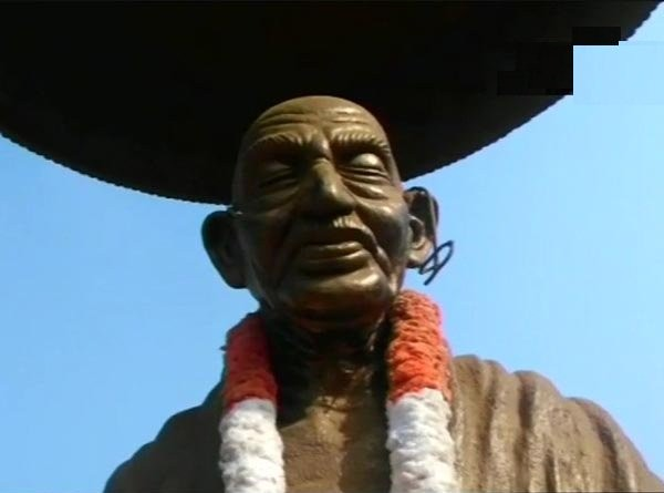 Mahatma Gandhi statue,Mahatma Gandhi,Mahatma Gandhi statue vandalised,BR Ambedkar,Ambedkar,Ambedkar statue,Ambedkar statue vandalised