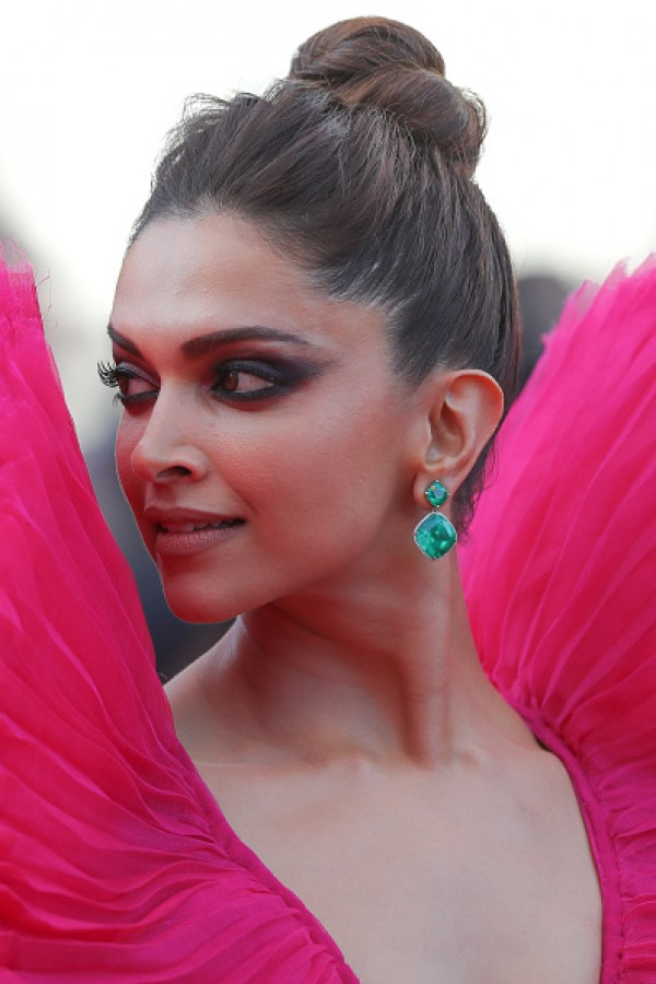 Cannes 2018 Deepika Padukone Looks Stylish In Pink Gown -8157