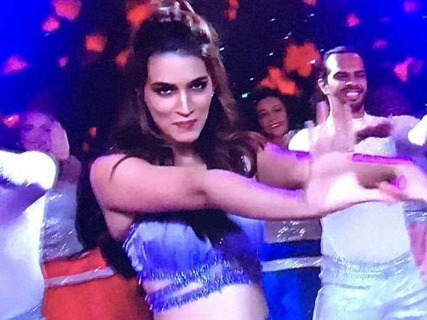 Kriti Sanon,Kriti Sanon dance,Kriti Sanon dance performance,Kriti Sanon dance at IPL,Kriti Sanon dance at closing ceremony,IPL closing ceremony,IPL 2018 closing ceremony,IPL 2018 finale