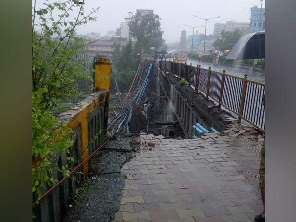 Mumbai Rains,bridge collapses,bridge collapses in Andheri,Andheri,Andheri bridge collapses,Andheri bridge collapses pics,Andheri bridge collapses images,Andheri bridge collapses stills,Andheri bridge collapses pictures,Gokhale bridge