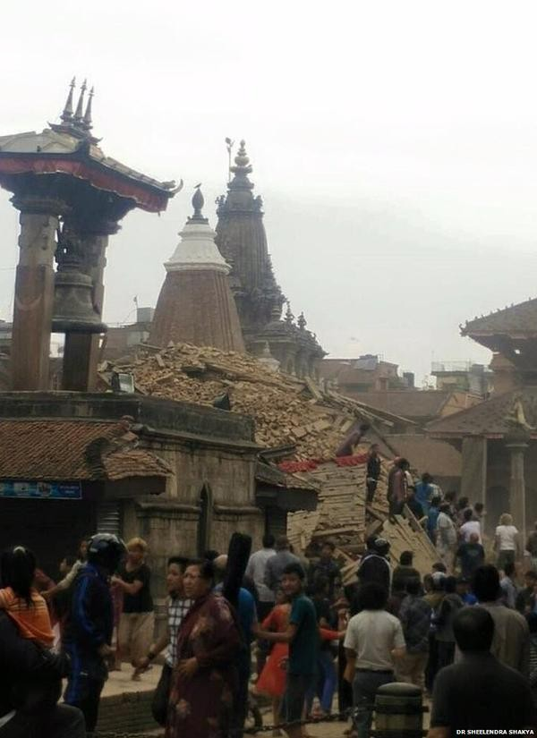 Earthquake,earthquake in India,Earthquake in delhi,Earthquake in nepal,7.4 Magnitude Earthquake,Earthquake in Kathmandu,Earthquake Photos,Earthquake pics,Nepal Earthquake Photos,India Earthquake photos,Delhi earthquake Photos