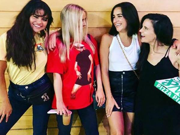 Selena Gomez,Selena Gomez tatoo,Selena Gomez crazy night,Selena Gomez friends,Courtney Barry,Courtney Barry birthday,girl gang
