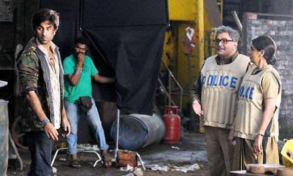 Ranbir Kapoor shooting with Rishi Kapoor and Neetu Singh Ranbir Kapoor with Pallavi Sharda on the sets of Besharam(Facebook Page of Bollywood's Biggest Fans Club – BBFC)