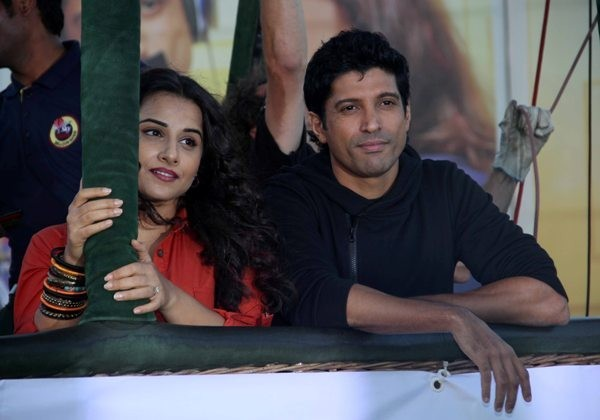 Vidya and Farhan promote 'Shaadi Ke Side Effects' on an hot air balloon